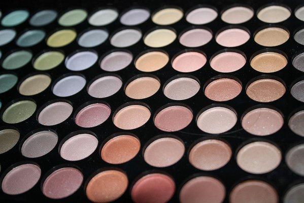 800px-colours_-_make_up-sihana