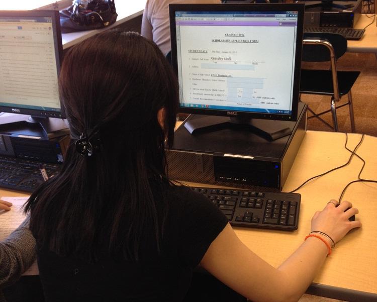 Senior Scholarships: Hawthorne Community Gives Back