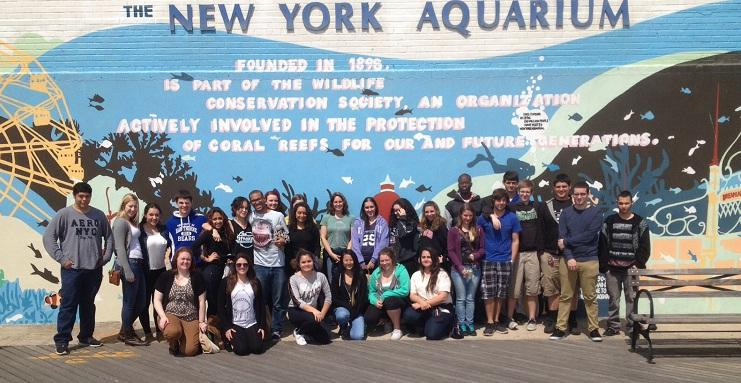 Students go to the New York Aquarium