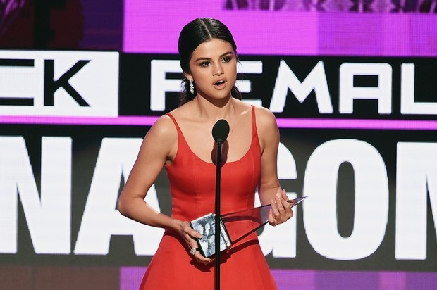 The 2016 AMA's: Selena Gomez Returns